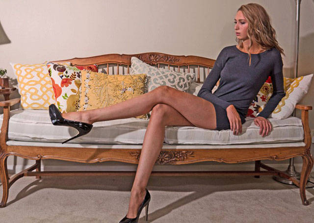 this_leggy_model_has_legs_that_go_on_for_days_640_25