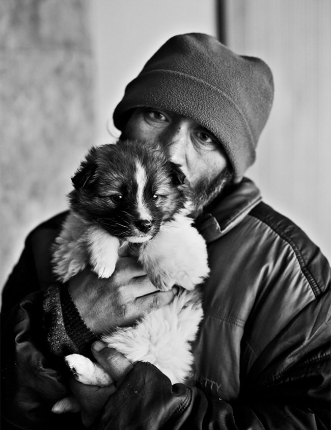 161005-R3L8T8D-650-homeless-dogs-and-owners-9