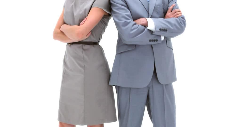 850236521-brazos-cruzados-confianza-ropa-de-negocios-colega