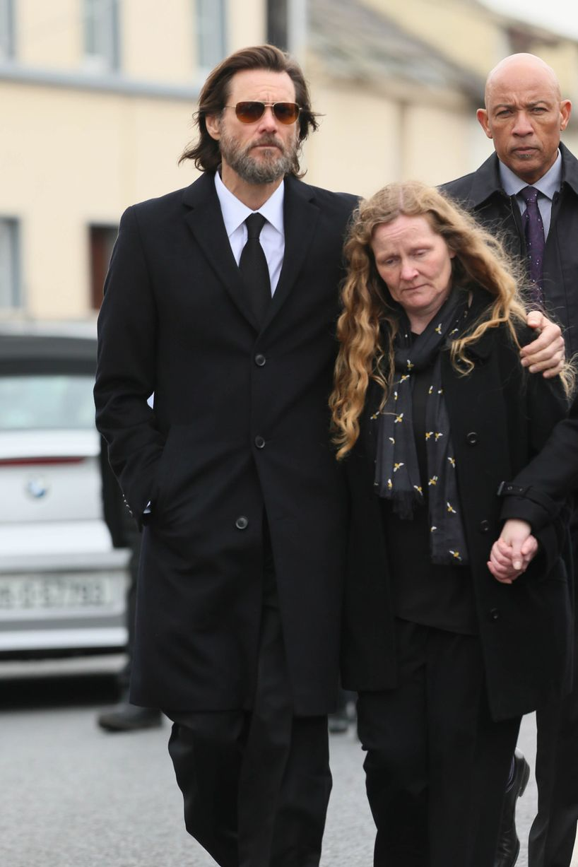 Jim-Carrey-carries-the-coffin-of-ex-girlfriend-from-The-Lady-Fatima-church-to-the-burial-grounds-she-will-be-laid-to