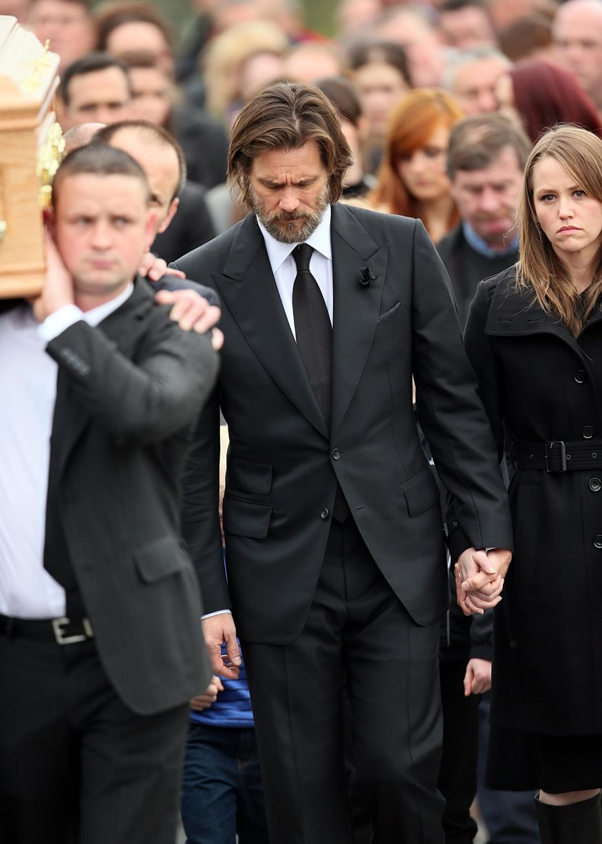 Jim-Carrey-carries-the-coffin-of-ex-girlfriend-from-The-Lady-Fatima-church-to-the-burial-grounds-she-will-be-laid-to2