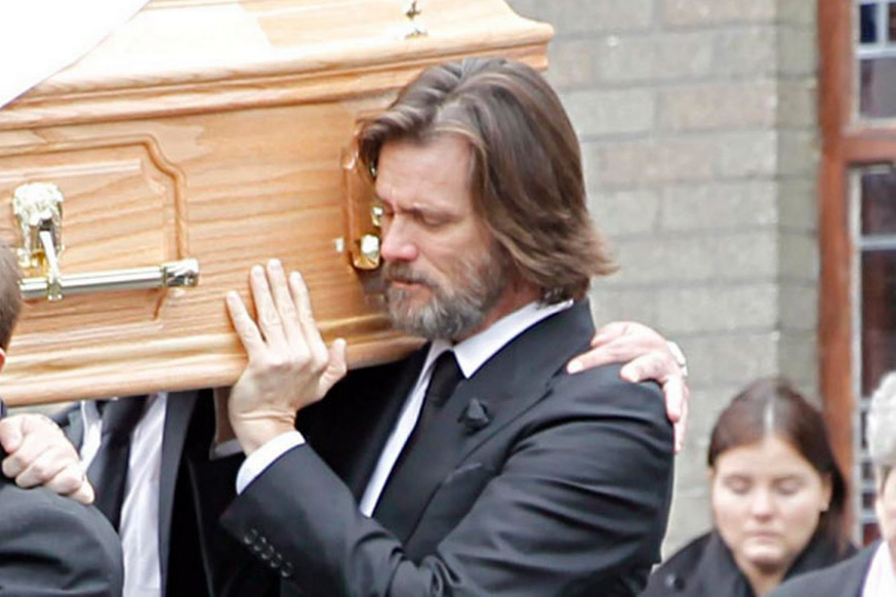 Jim-Carrey-carries-the-coffin-of-ex-girlfriend-from-The-Lady-Fatima-church-to-the-burial-grounds-she-will-be-laid-to23