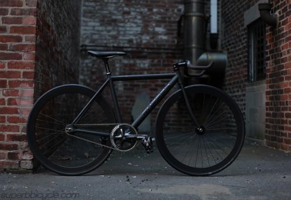 bicicleta-negra-600x413