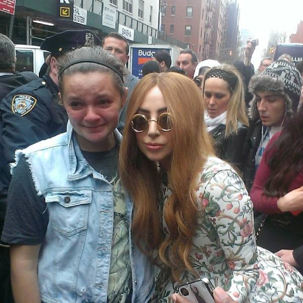 crazy_fans_get_up_close_and_personal_with_their_biggest_idols_640_04