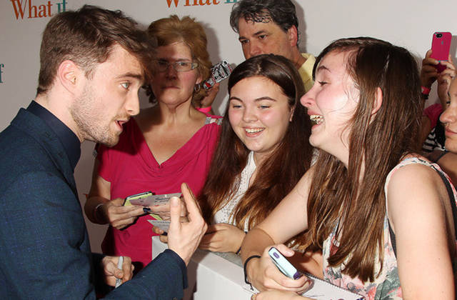 crazy_fans_get_up_close_and_personal_with_their_biggest_idols_640_05