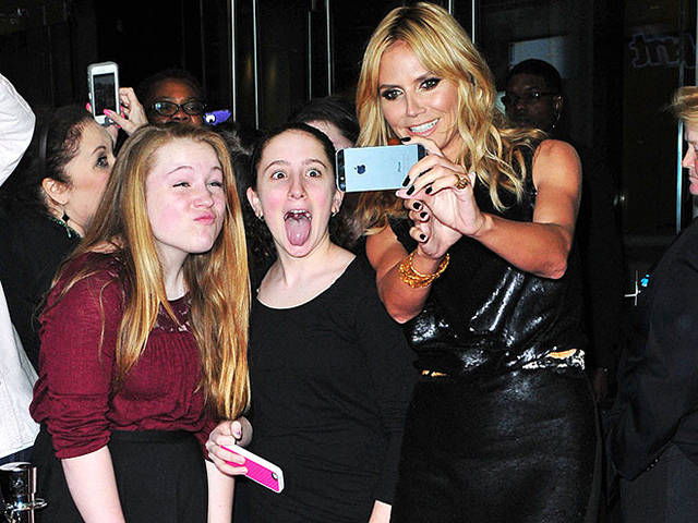 crazy_fans_get_up_close_and_personal_with_their_biggest_idols_640_17