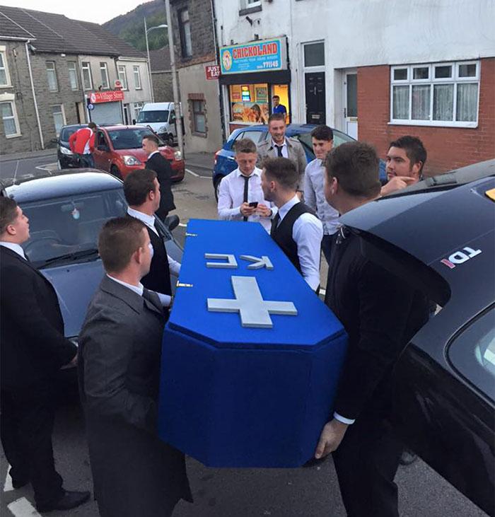 funeral-falso-por-novia-keiran-cable-wales-9