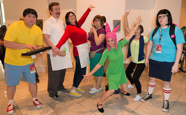 group_halloween_photos_that_definitely_take_the_cake_640_09