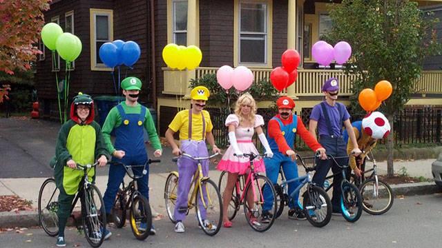 group_halloween_photos_that_definitely_take_the_cake_640_18