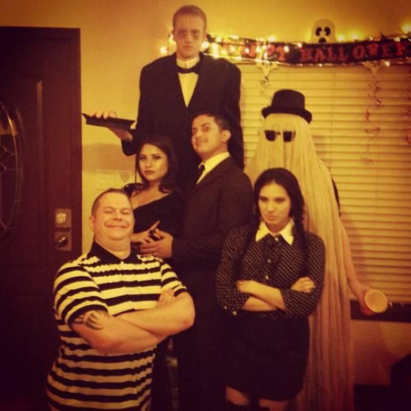 group_halloween_photos_that_definitely_take_the_cake_640_29