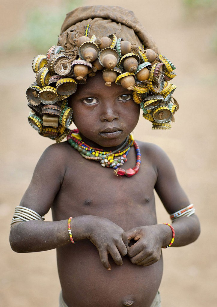 recycled-headwear-trash-jewelry-omo-valley-tribes-ethiopia-eric-lafforgue-15