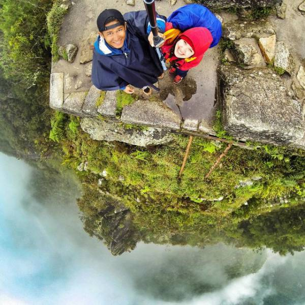these_extreme_selfies_are_a_little_insane_640_08