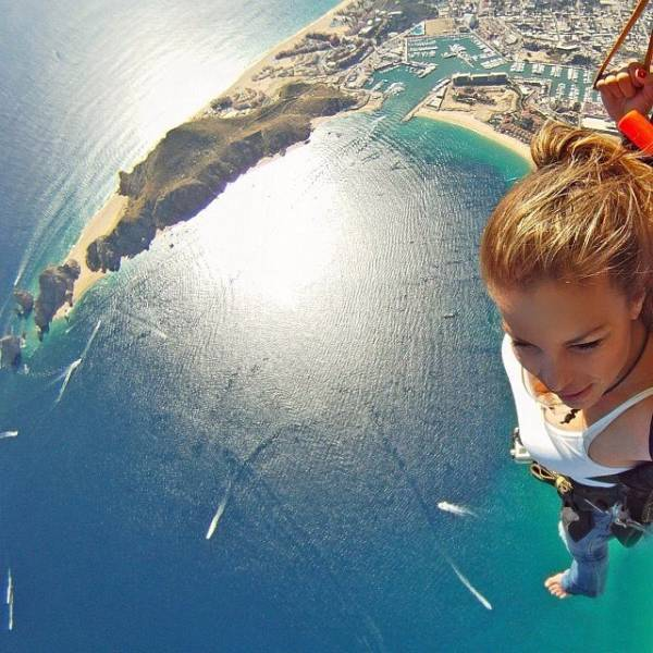 these_extreme_selfies_are_a_little_insane_640_13