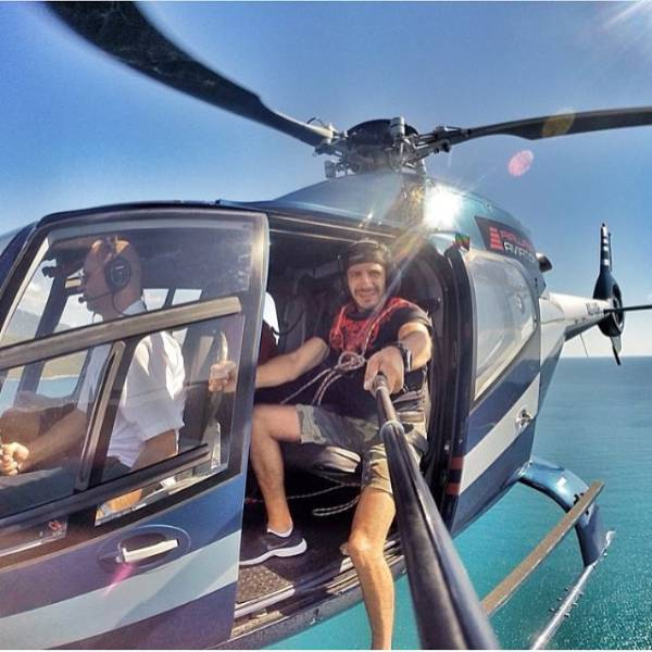 these_extreme_selfies_are_a_little_insane_640_25