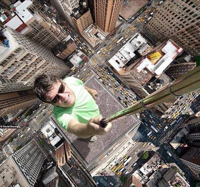 these_extreme_selfies_are_a_little_insane_640_26