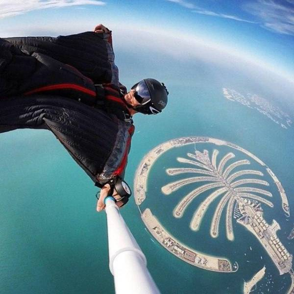 these_extreme_selfies_are_a_little_insane_640_28