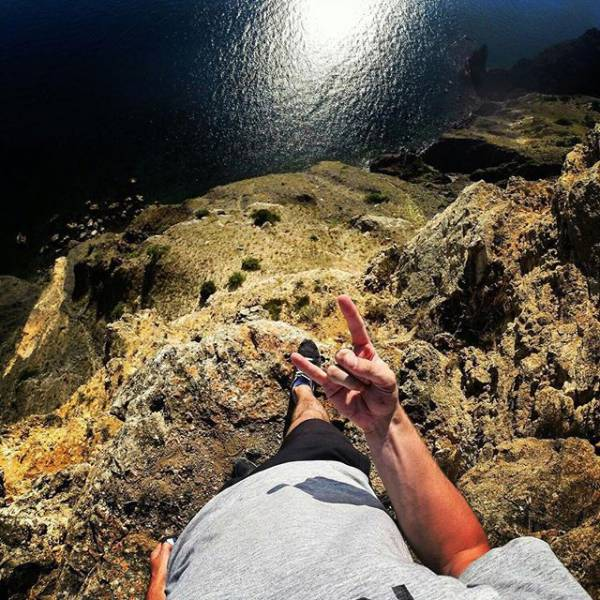these_extreme_selfies_are_a_little_insane_640_29