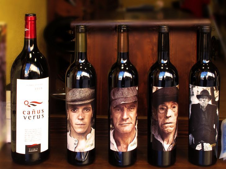 vino-tinto-etiquetas