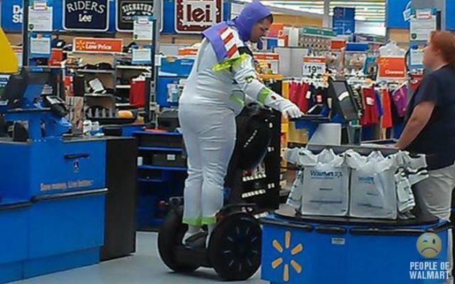 walmart_really_does_attract_the_weirdest_people_around_640_40