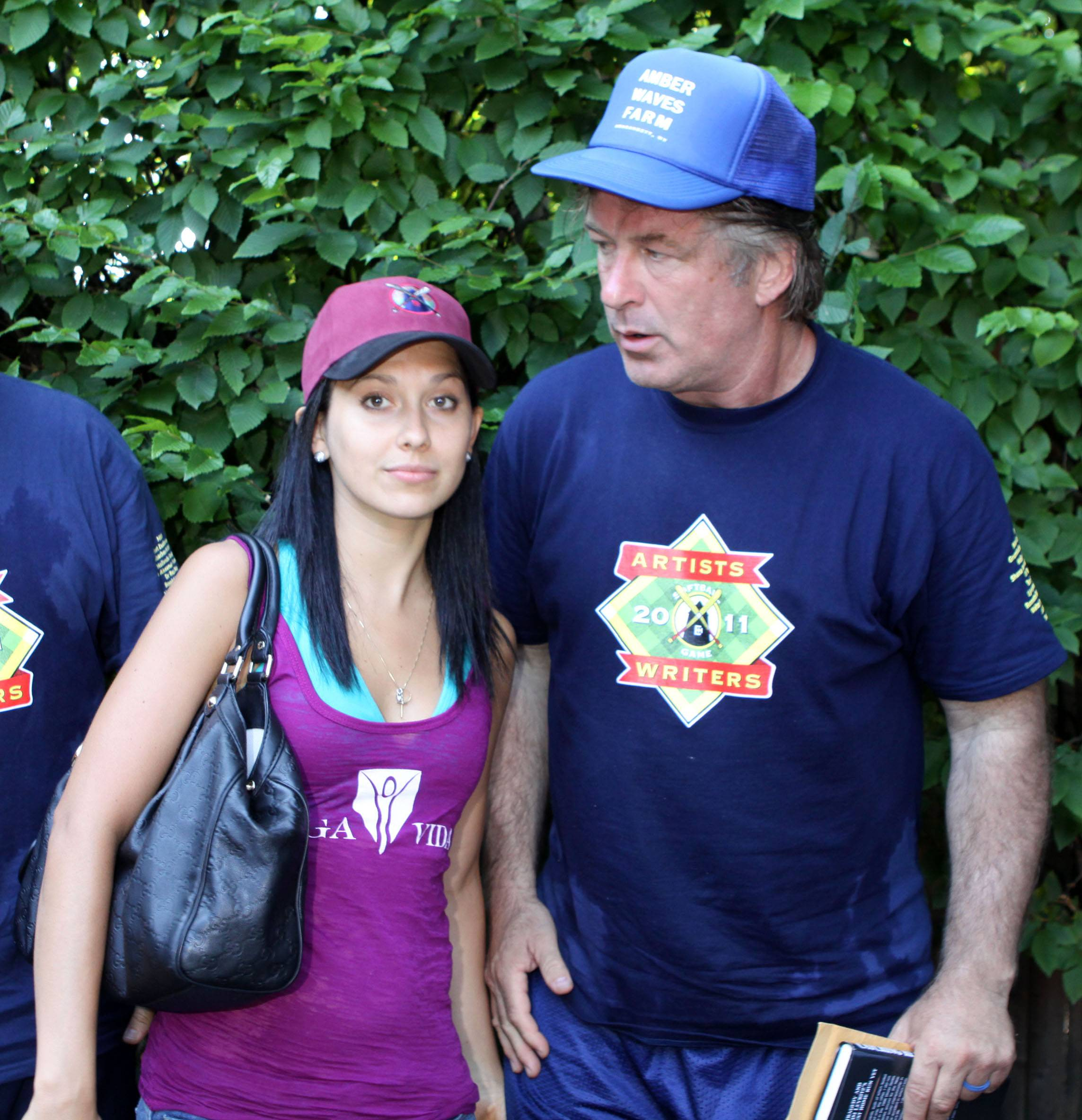 xalec_baldwin_moves_in_with_his_young_love_hilaria_thomas.jpg.pagespeed.ic.5SPGlbx3xU