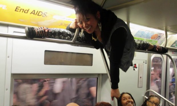 20-Random-People-Caught-Publicly-in-Awkward-Positions-7