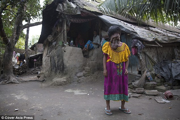 2E2C1F1700000578-3307093-The_21_year_old_who_lives_in_Kolkata_West_Bengal_has_never_been_-a-15_1446831331949
