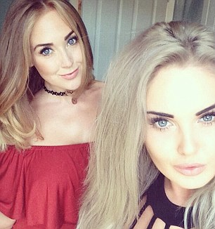 2EB1578300000578-3329239-Stacie_and_Sophie_in_one_of_the_girls_famed_selfies_that_have_ea-a-44_1448208479440