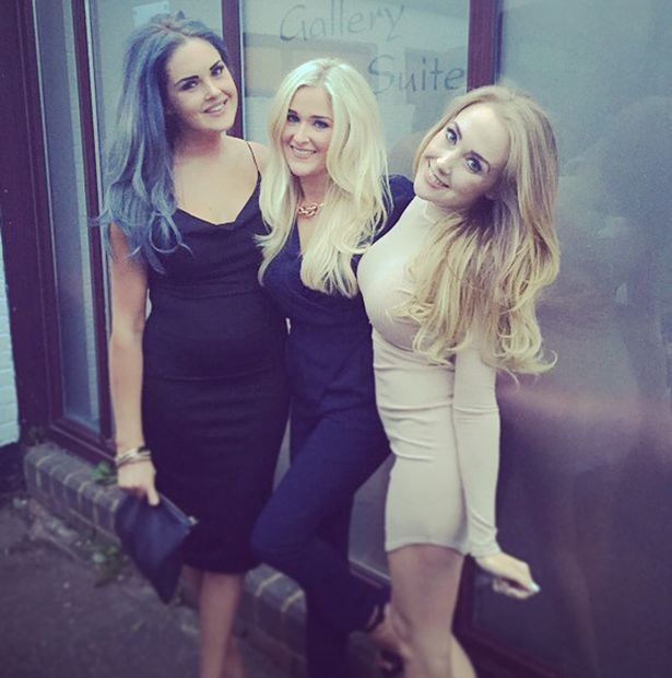 Selfie-sisters-Lucy-Sophie-and-Stacey