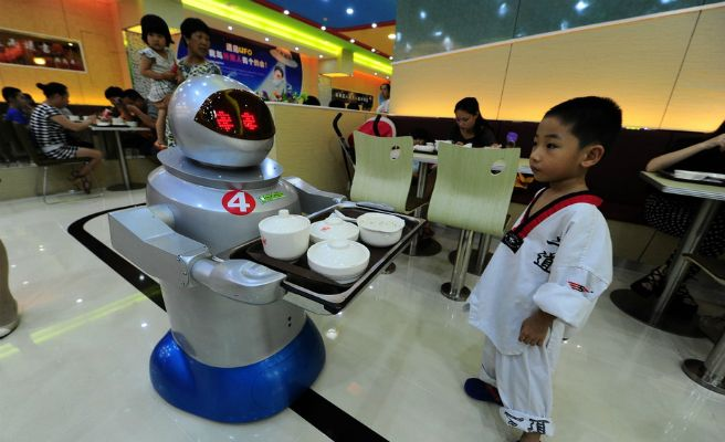 camarero-robot-lista-672xXx80