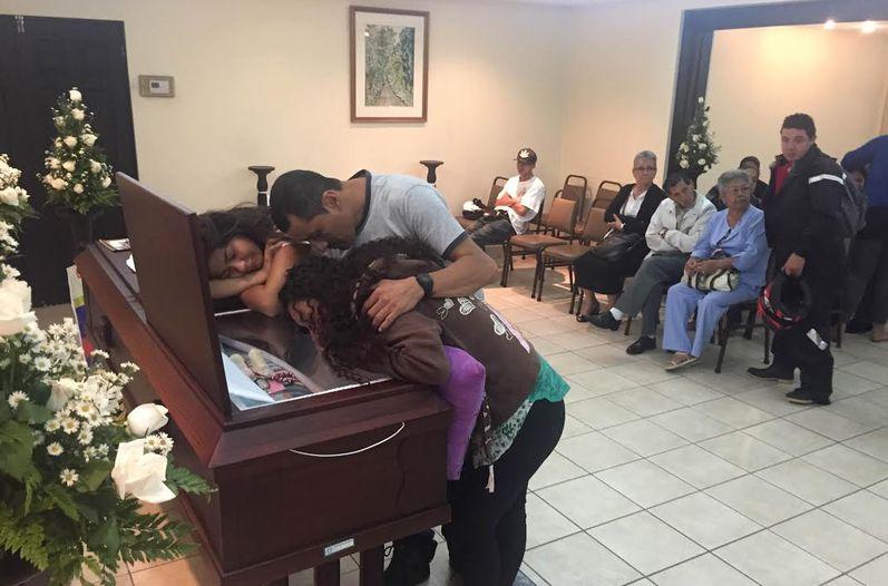 familiares-Gerardo-Cruz-acompanaban-fallecido_LNCIMA20151120_0186_5