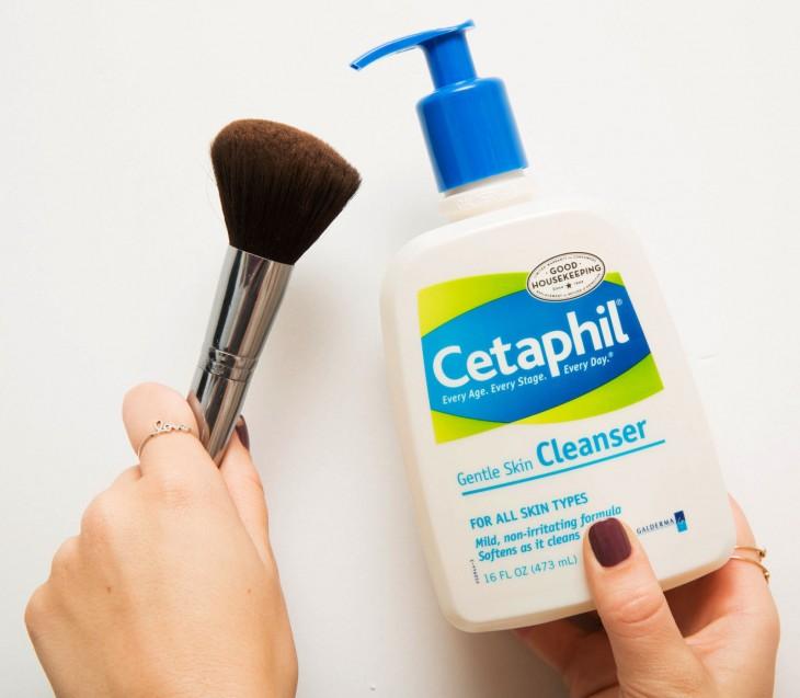 formas-correctas-de-aplicar-maquillaje-7-730x637