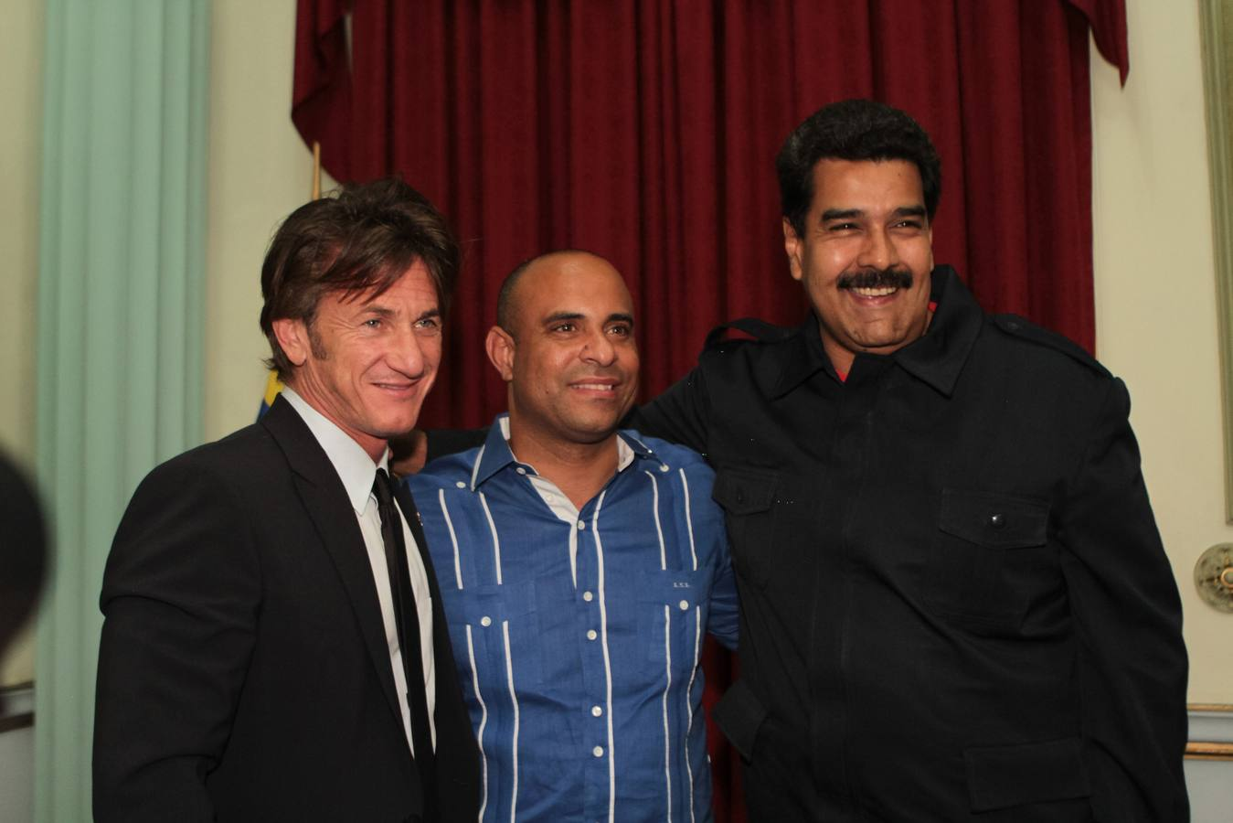 Venezuela's President Maduro poses for a picture with actor Penn and Haiti's PM Lamothe as they visit him at Miraflores Palace in Caracas