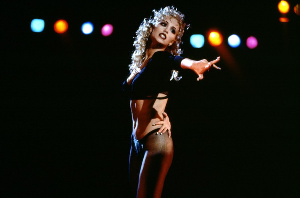 rs_600x395-151028114439-showgirls-elizabeth-berkley-paul-verhoeven