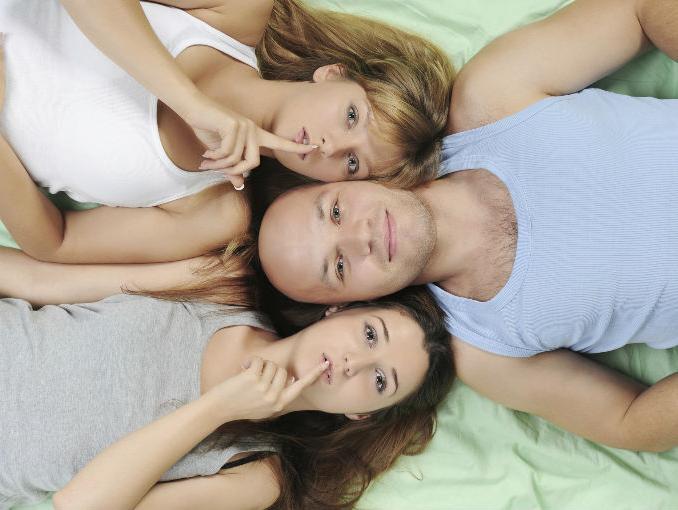 trio_infidelidad_bisexualidad2