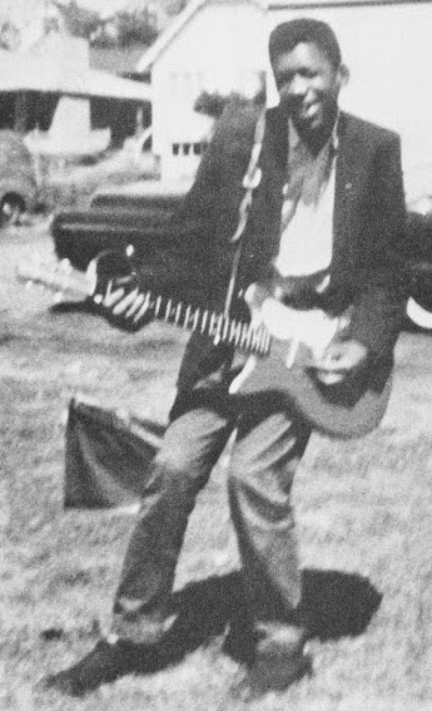 176705-R3L8T8D-630-JimiHendrixwithhisfirstelectricguitarinSeattle1957