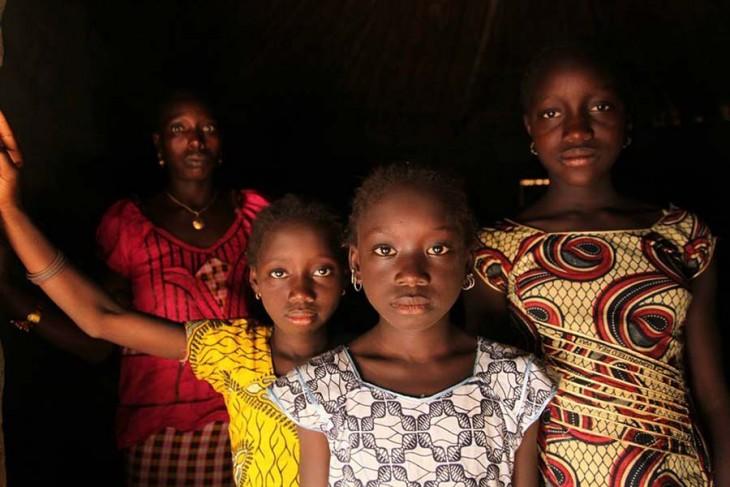 Gambia-prohíbe-la-mutilación-genital-femenina-6-730x487