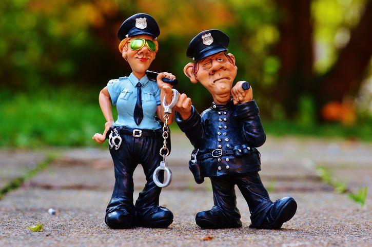 policias-enojados-figuras