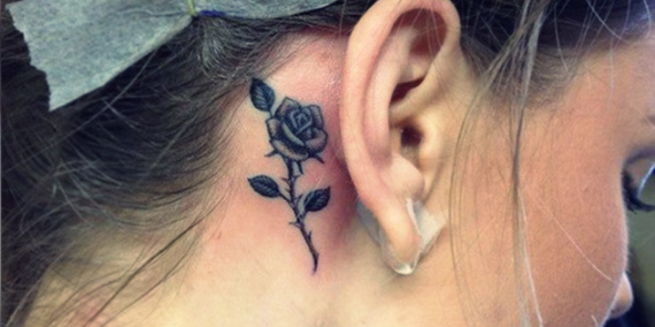 tatuaje-flor-oreja1