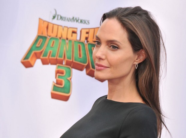 angelina-jolie-at-kung-fu-panda-3-premiere-in-hollywood-08-620x463