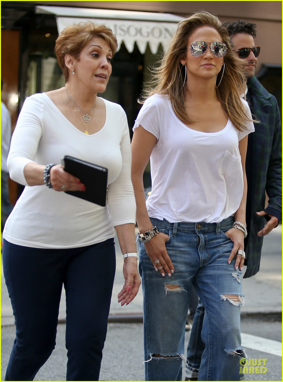 jennifer-lopez-mom-guadalupe-spend-time-after-mothers-day-04