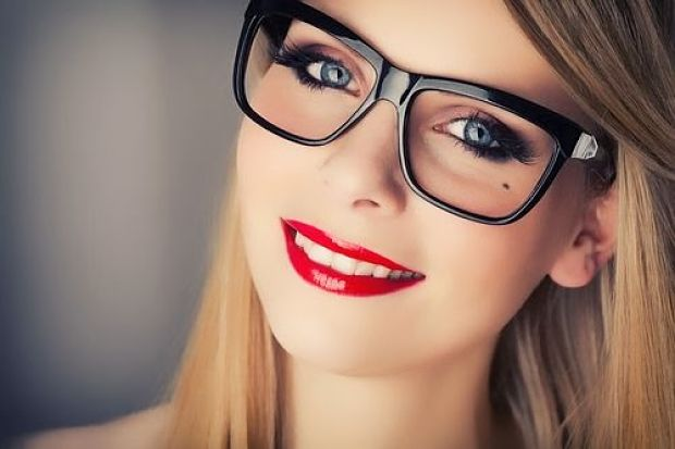 maquillaje-chicas-con-lentes_opt