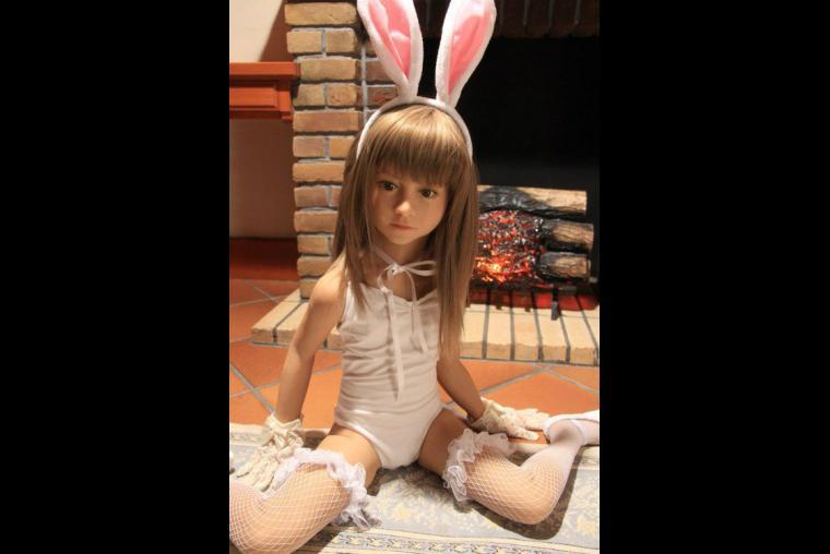 Adulto humano como muñecas