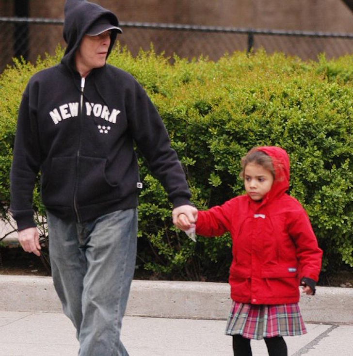 David-Bowie-with-his-daughter-Alexandria