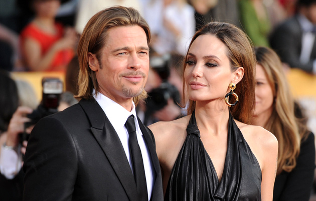 brad-pitt-angelina-jolie-by-the-sea