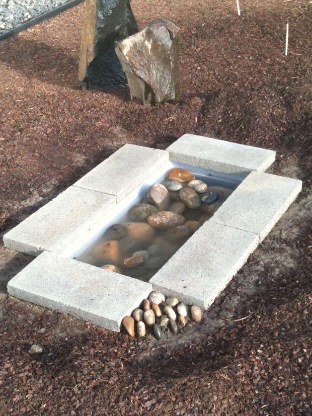 bricolaje-crear-tu-propio-estanque-en-tu-jardin-05
