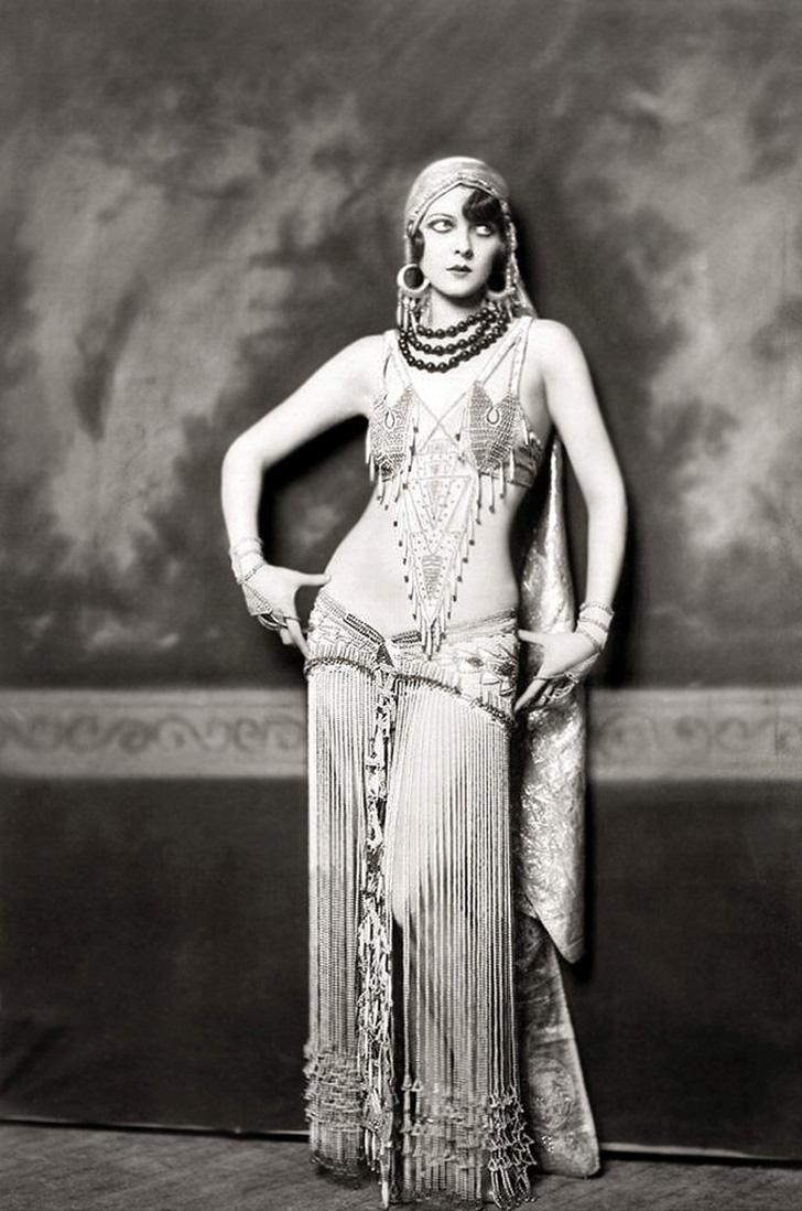 Ziegfeld Model - Non-Risque - 1920s - by Alfred Cheney Johnston
