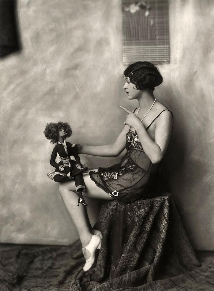 Ziegfeld Model - Non-Risque - 1920s - by Alfred Cheney Johnston.