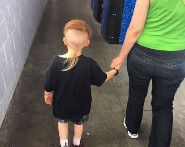 kooky_people_you_can_see_at_walmart_640_42