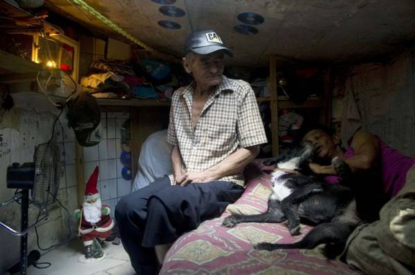 COLOMBIA-HOMELESS-SEWER