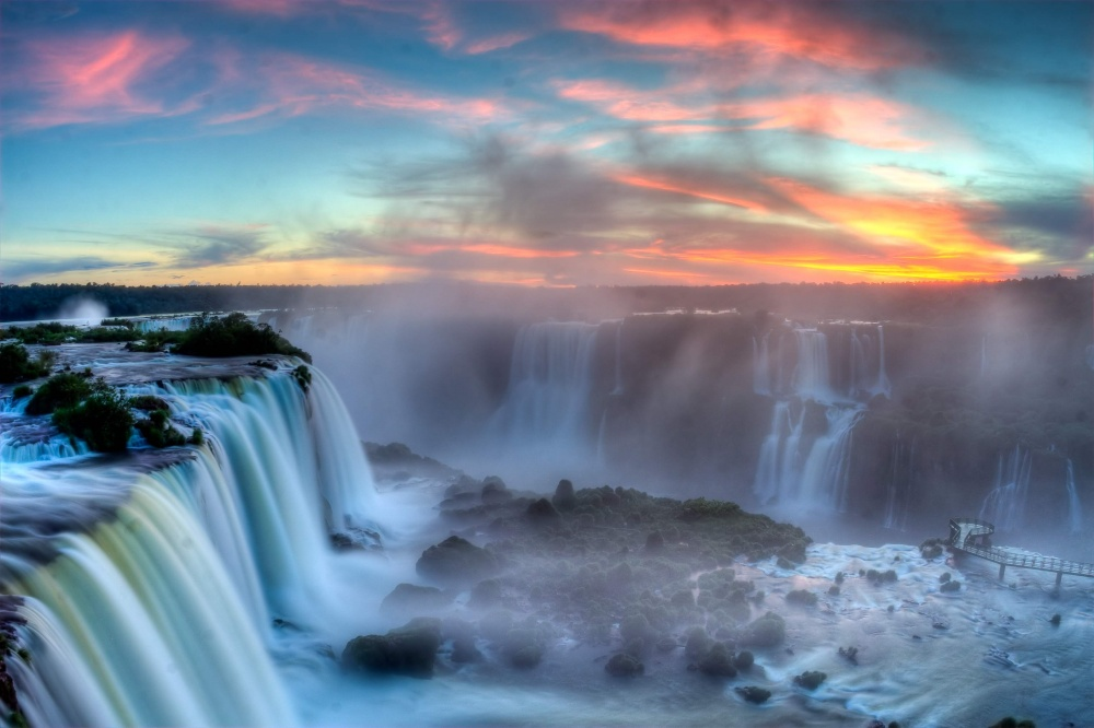 1743355-1000-1458042105-Sunset_over_Iguazu2